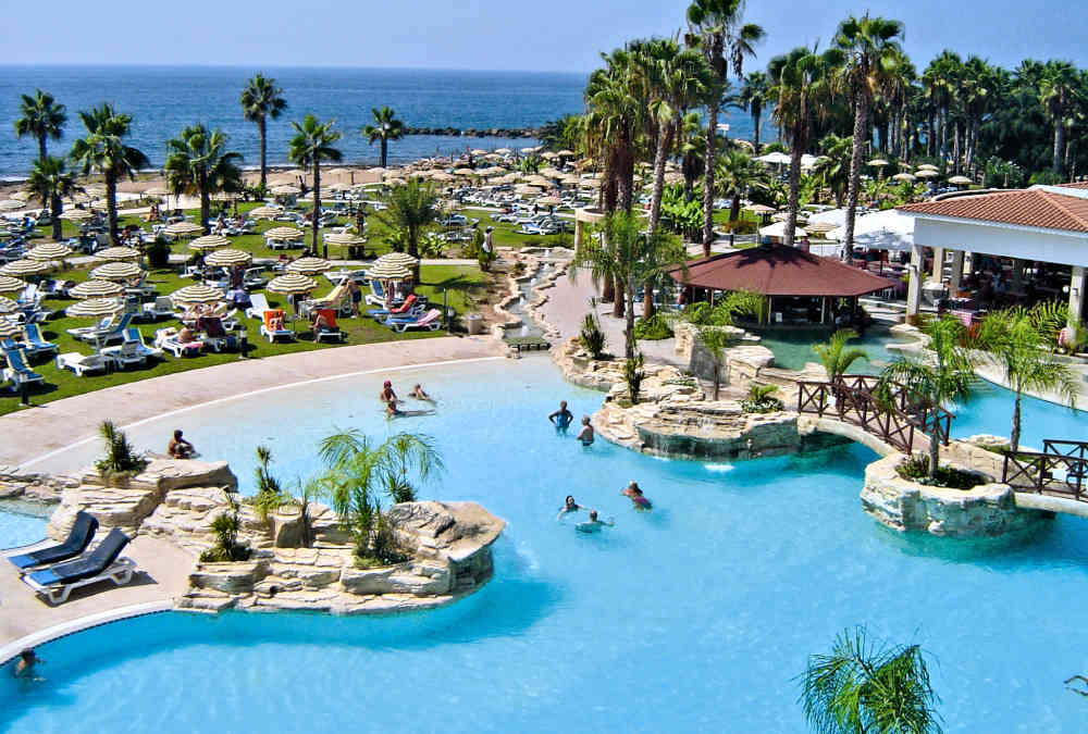 Leonardo Hotels & Resorts Mediterranean - poolPleasure_01.jpg