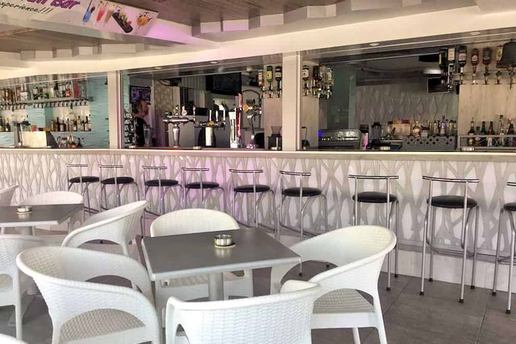 Leonardo Hotels & Resorts Mediterranean - bellsCocktailBar_02.jpg